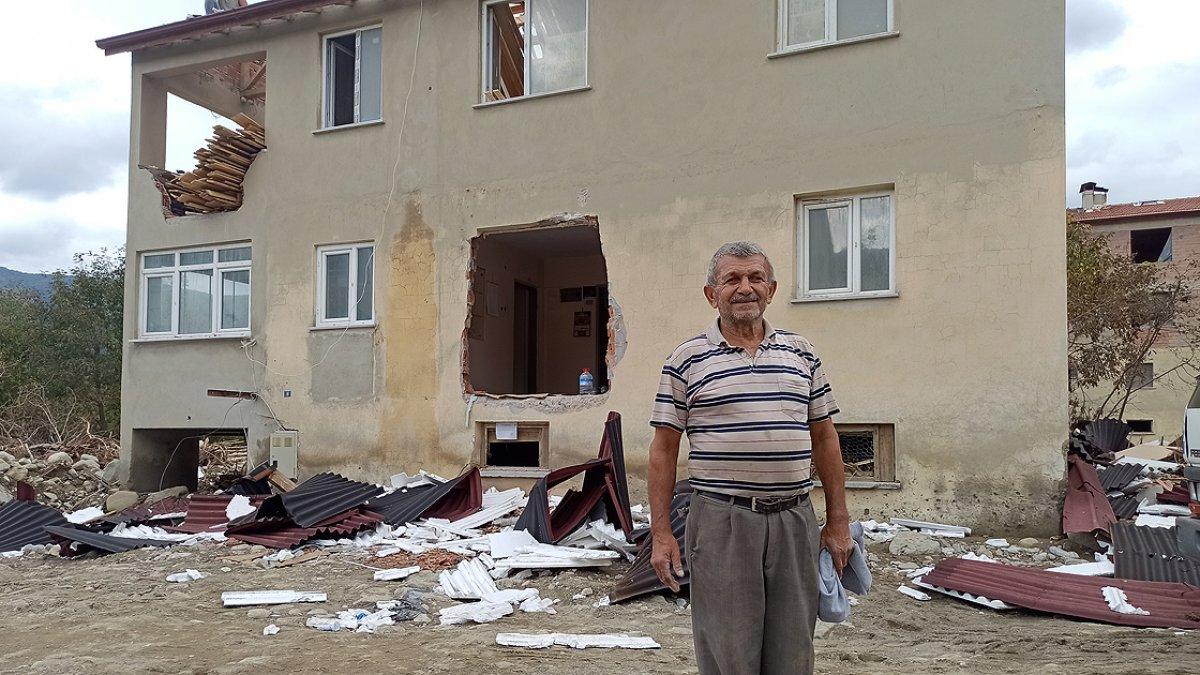 Sel felaketinin yıktığı Babaçay köyü sakinlerinden evlerine veda #2