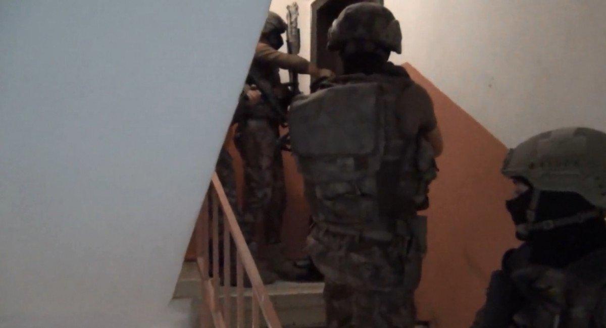 İstanbul'da 8 ilçede DEAŞ operasyonu: 10 gözaltı  #1