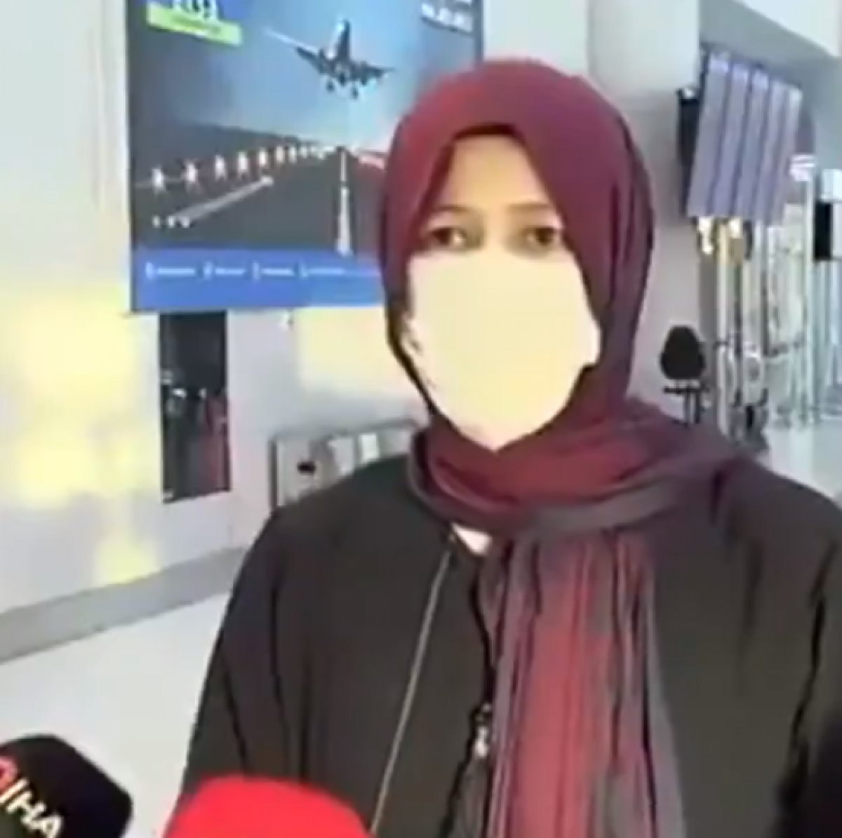 Afganistan dan tahliye edilen kadın Taliban ı övdü #1