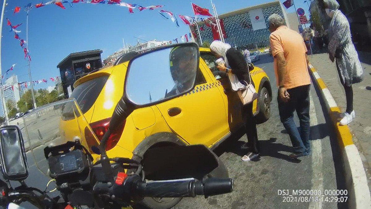 Beyoğlu nda turistleri mağdur eden taksici trafikten men edildi #3