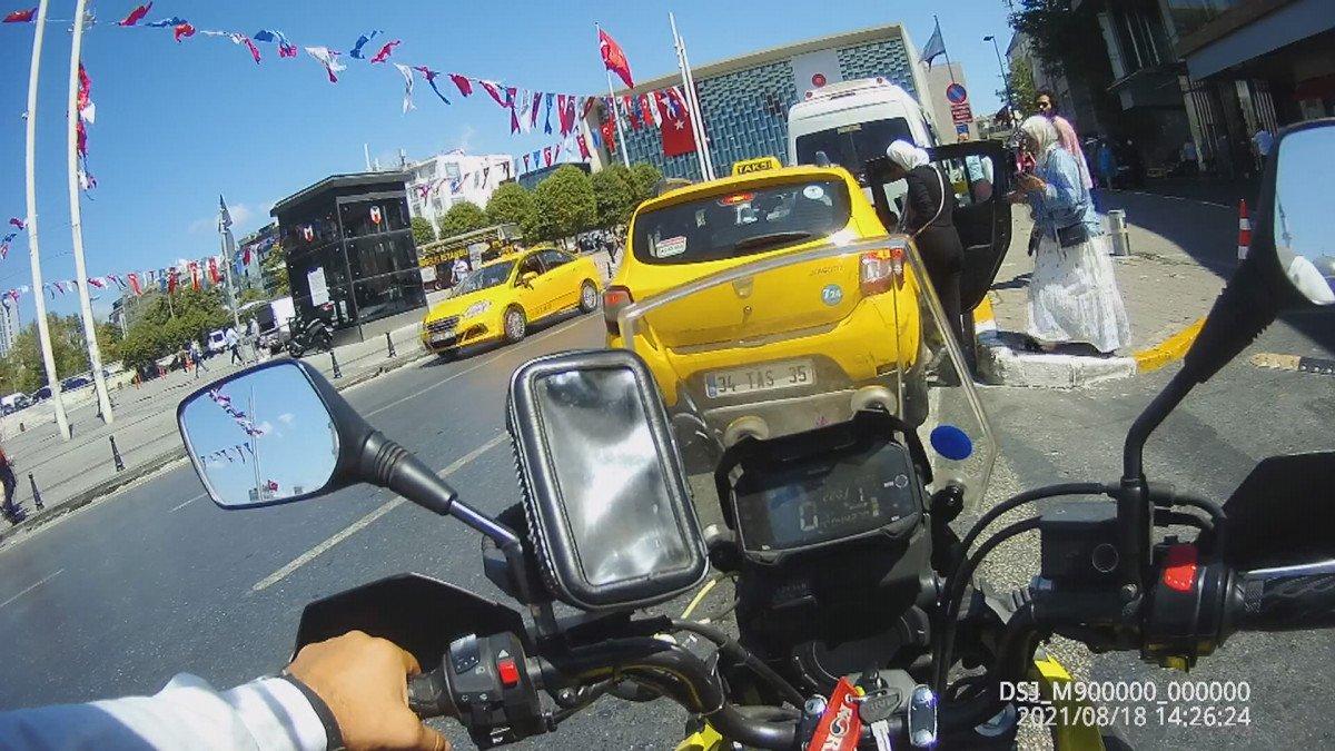 Beyoğlu nda turistleri mağdur eden taksici trafikten men edildi #2