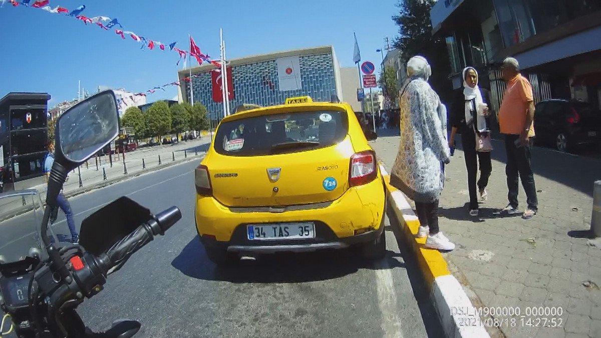 Beyoğlu nda turistleri mağdur eden taksici trafikten men edildi #1