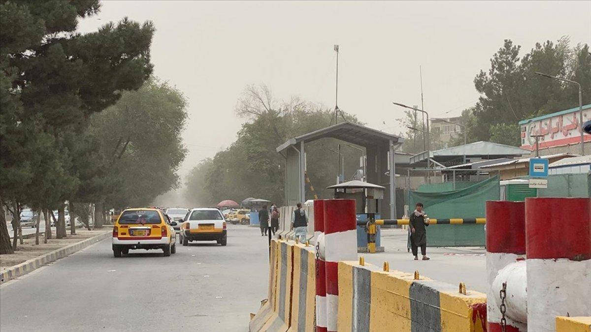 Afganistan da 3 ilçenin kontrolü Taliban dan yerel gruplara geçti #1