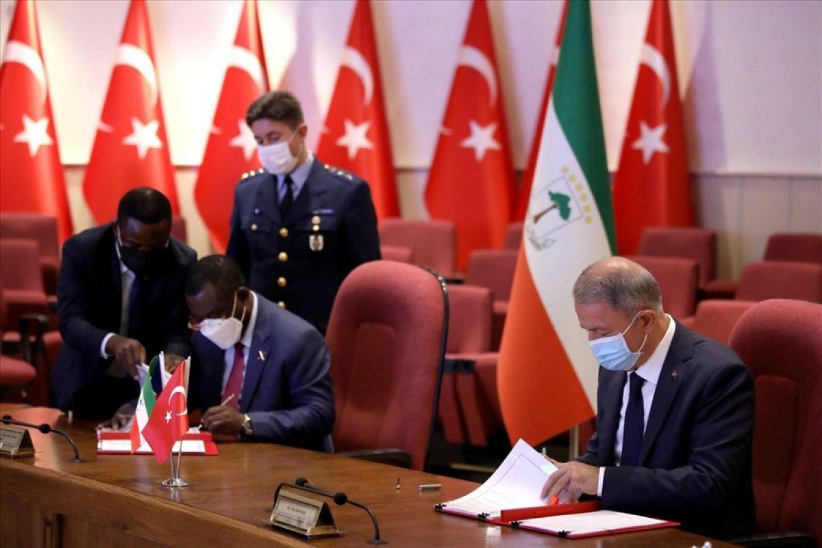 Milli Savunma Bakanı Hulusi Akar, Ekvator Ginesi Savunma Bakanı ile bir araya geldi #1