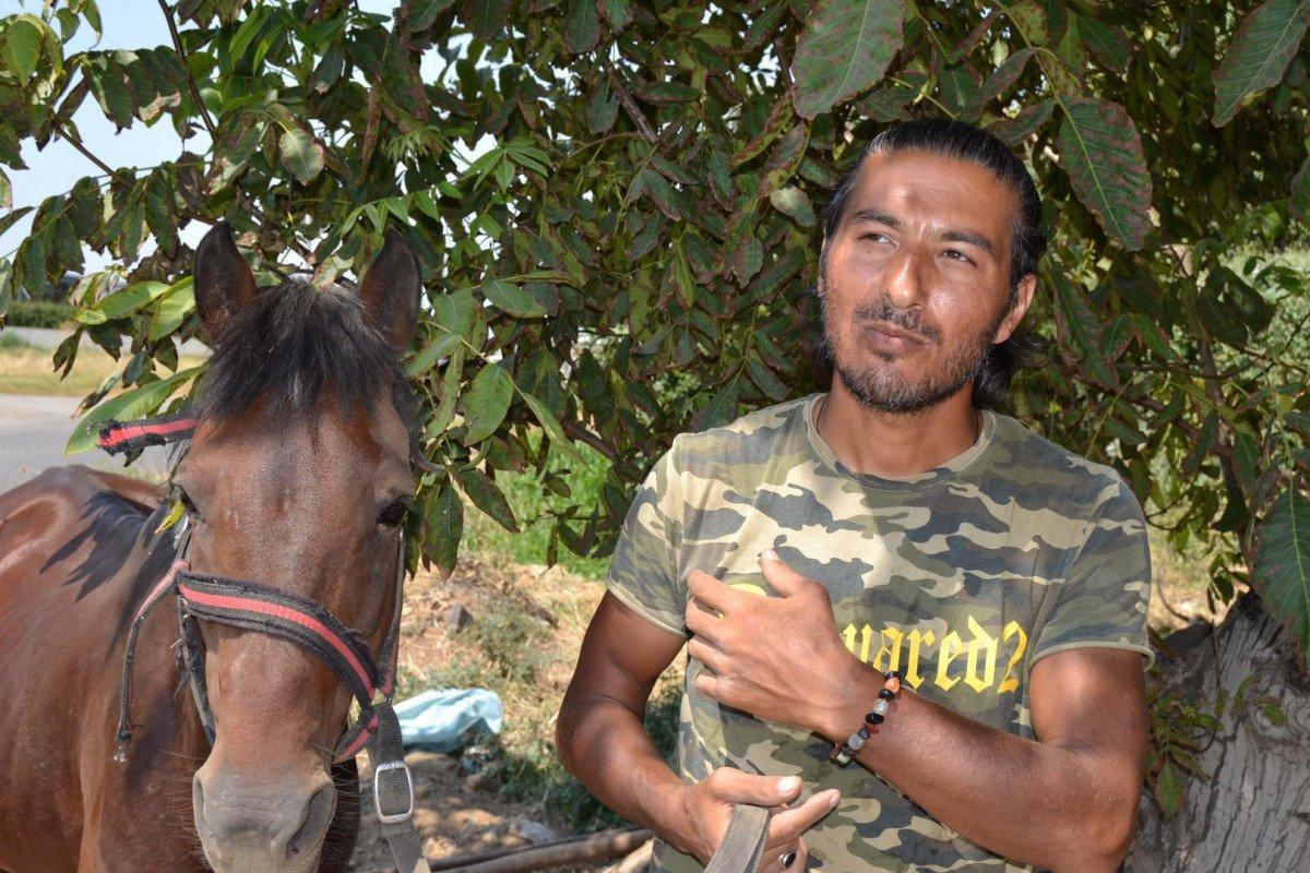Doğa ve hayvan haklarına dikkat çekmek için atı ile yürüyor #2