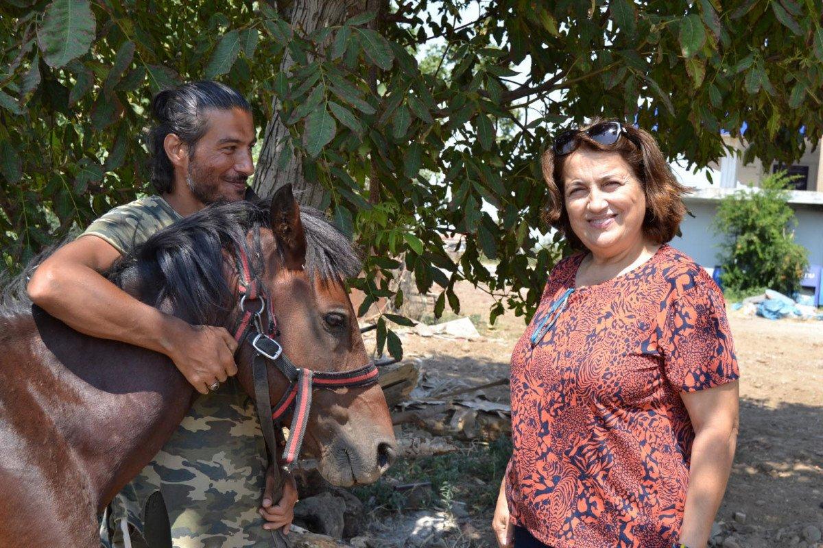 Doğa ve hayvan haklarına dikkat çekmek için atı ile yürüyor #6