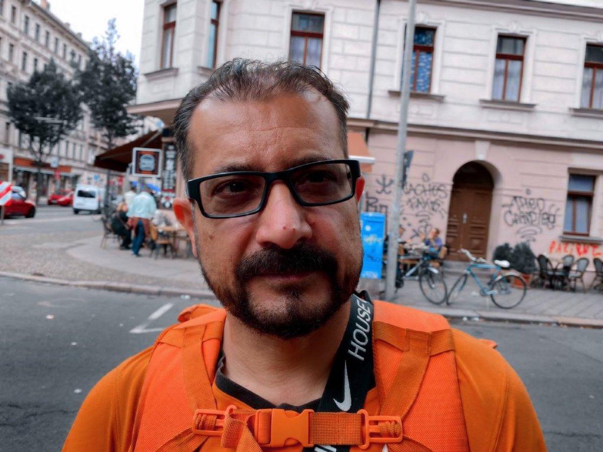 Afganistan'ın eski iletişim bakanı, Almanya'da bisikletli kurye oldu #3