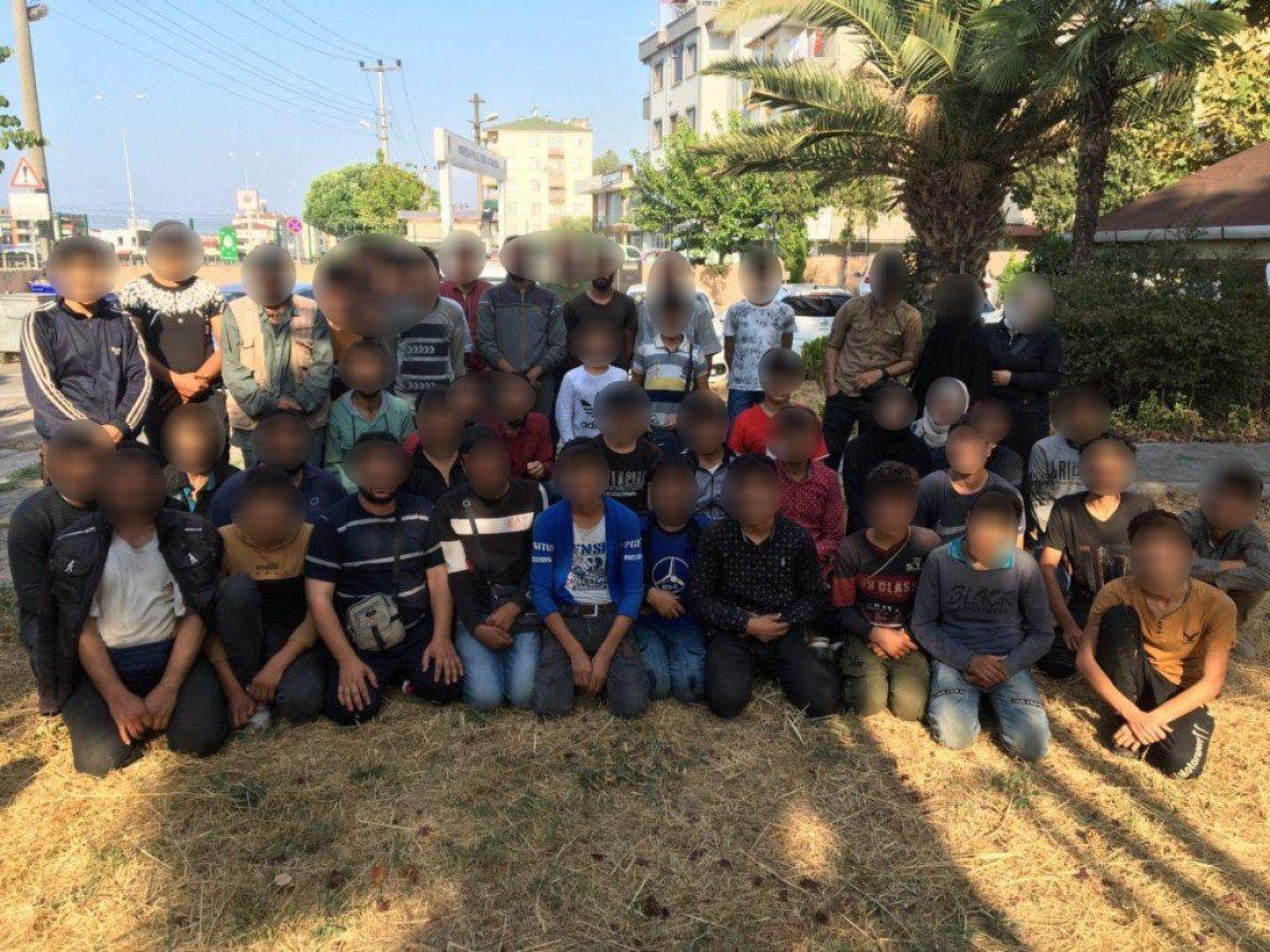 Kocaeli de polisin durdurduğu araçta 50 kaçak göçmen yakalandı #1