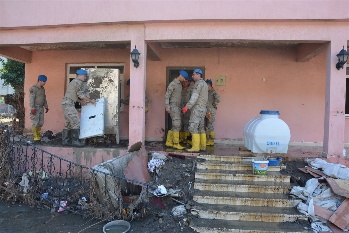 Kastamonu da sel mağdurları, destek için askerlere minnettar #3