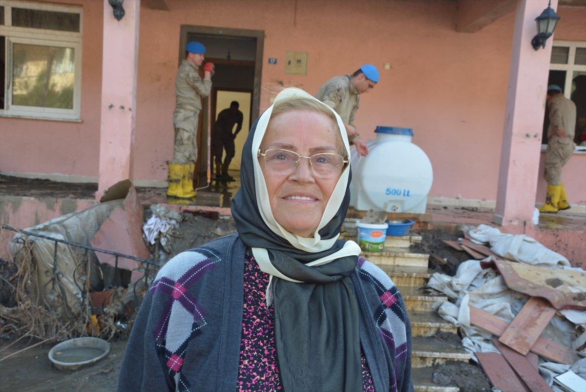 Kastamonu da sel mağdurları, destek için askerlere minnettar #4