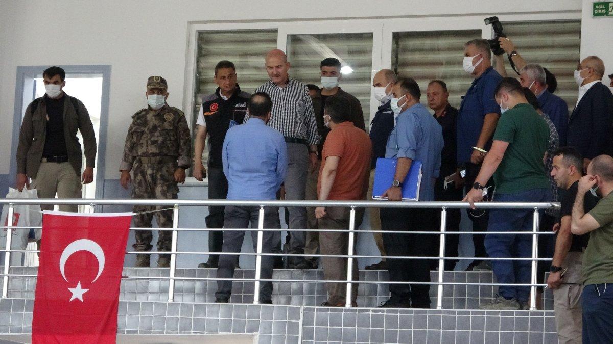 Süleyman Soylu selde gönüllü çalışan gençleri helikoptere bindirdi #2