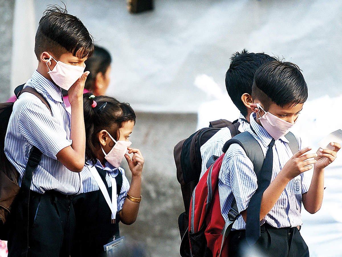 ABD de insanlar, okullarda maske ve aşı zorunluluğu istiyor #1