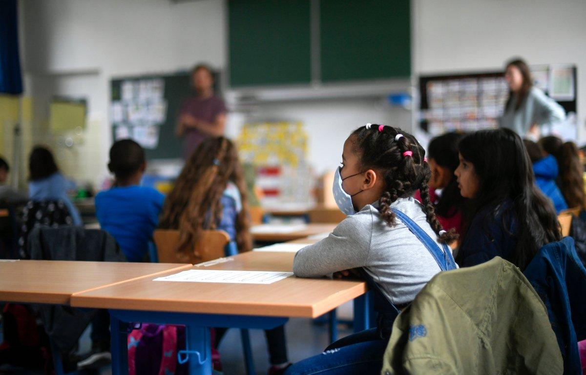 ABD de insanlar, okullarda maske ve aşı zorunluluğu istiyor #2