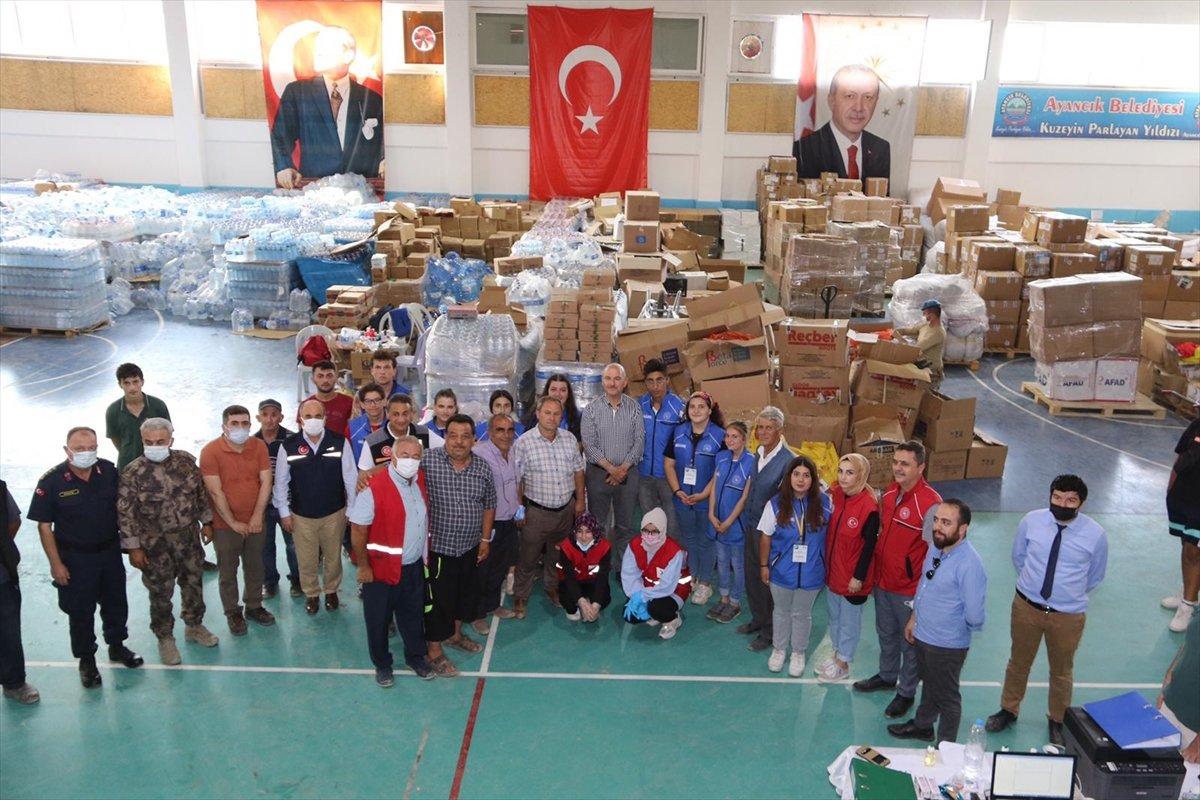 Süleyman Soylu selde gönüllü çalışan gençleri helikoptere bindirdi #1