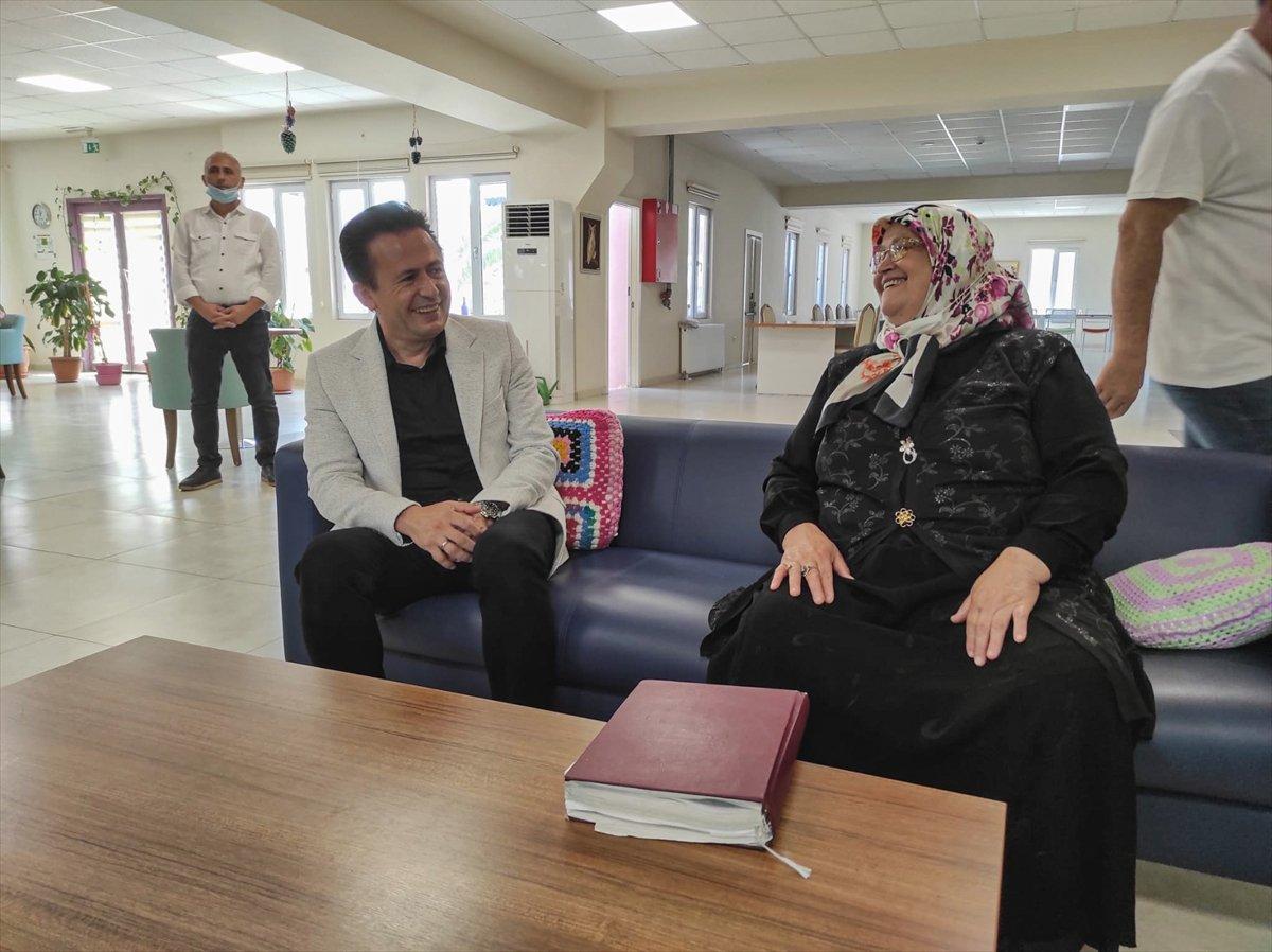 71 yaşında okuma yazma öğrenen Ayşe Teyze nin hayat hikayesi kitap oldu #5