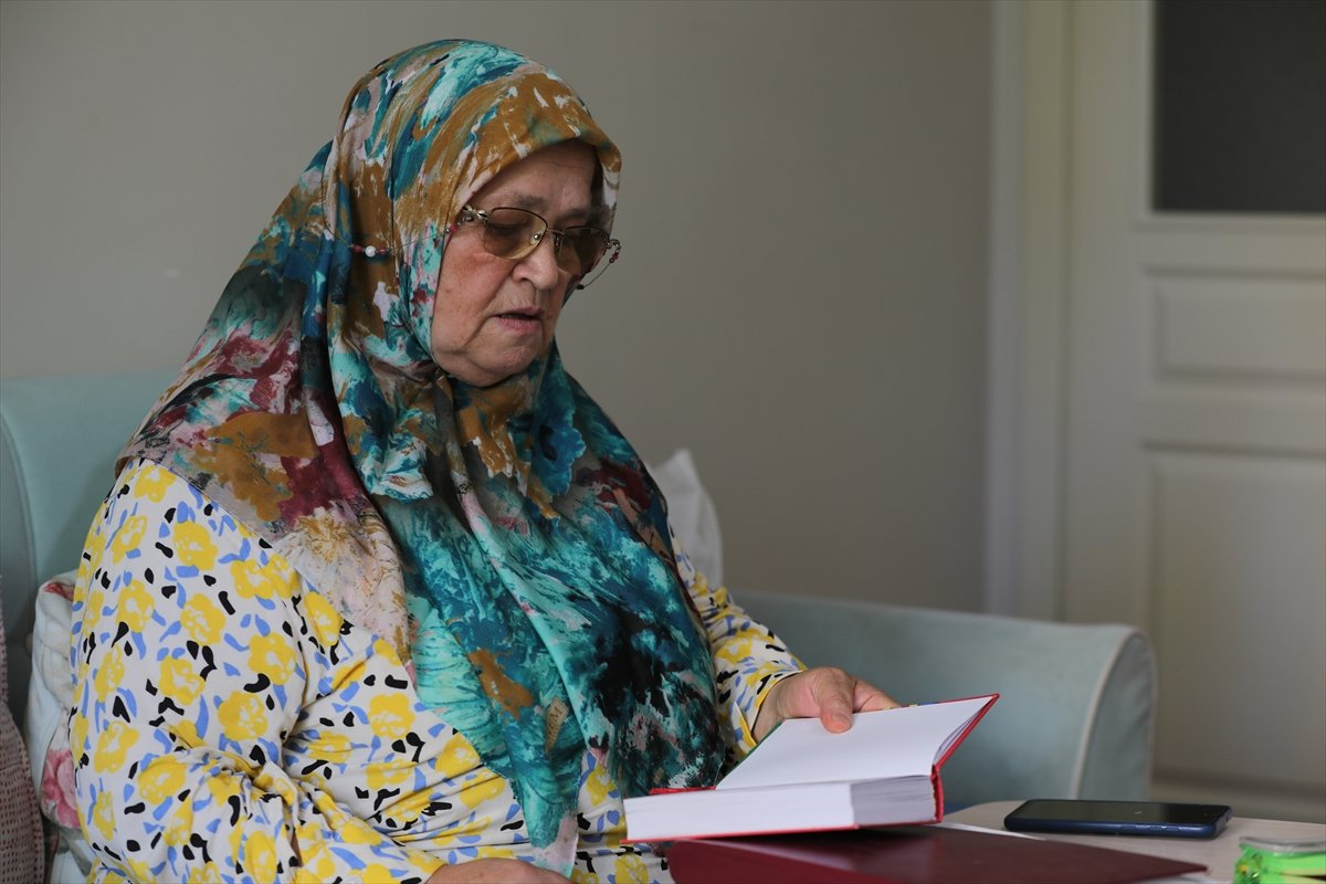 71 yaşında okuma yazma öğrenen Ayşe Teyze nin hayat hikayesi kitap oldu #3