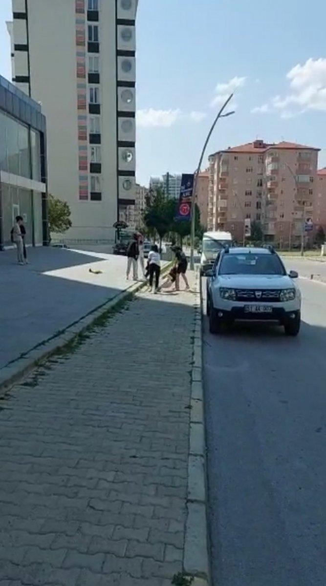 Niğde de genç kızların sokak kavgası #2