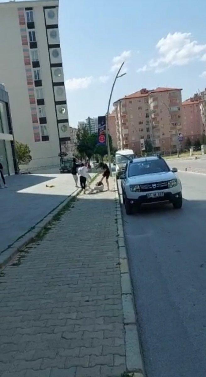 Niğde de genç kızların sokak kavgası #3