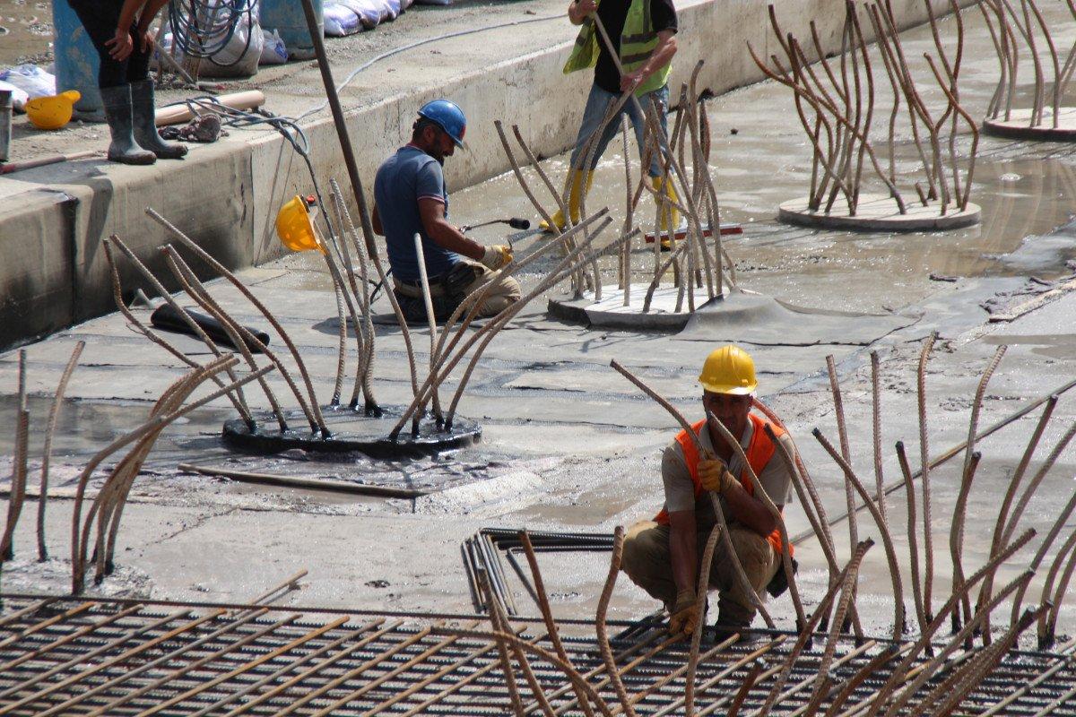 Rize'de tarihi dönüşüm başladı: Yeni yapılar kazıklarla kayalara sabitlenecek #1