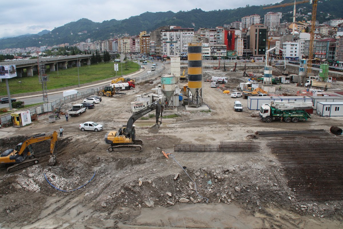 Rize'de tarihi dönüşüm başladı: Yeni yapılar kazıklarla kayalara sabitlenecek #5