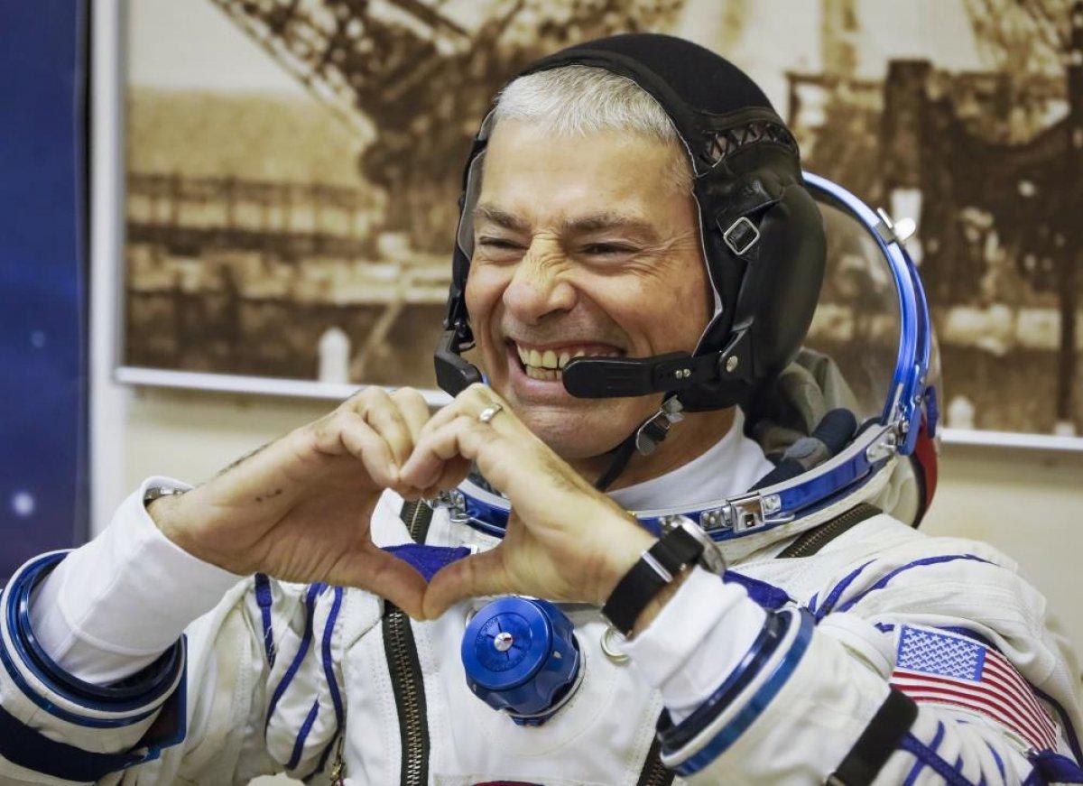 NASA, sağlık sorunları nedeniyle uzay yürüyüşünü erteledi #1