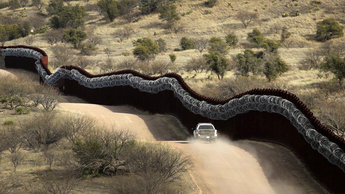 Trump ın Arizona da yaptırdığı duvar yıkıldı #3