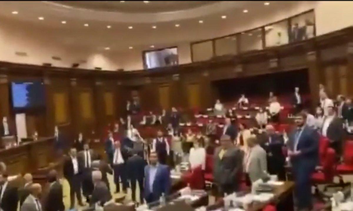 Ermenistan Parlamentosu nda kavga çıktı #2