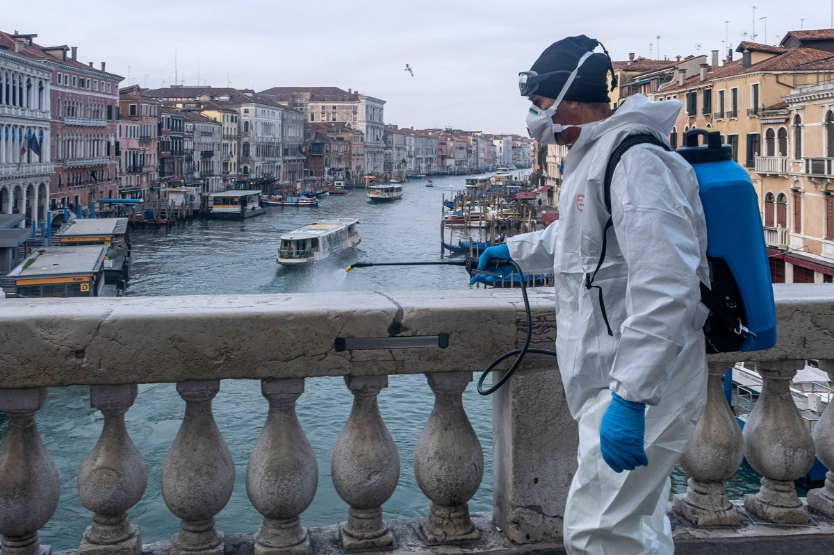 İtalya da son 24 saatte 7 bin 548 yeni vaka tespit edildi #1