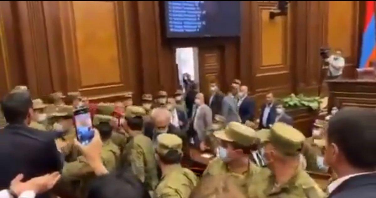 Ermenistan Parlamentosu nda kavga çıktı #3