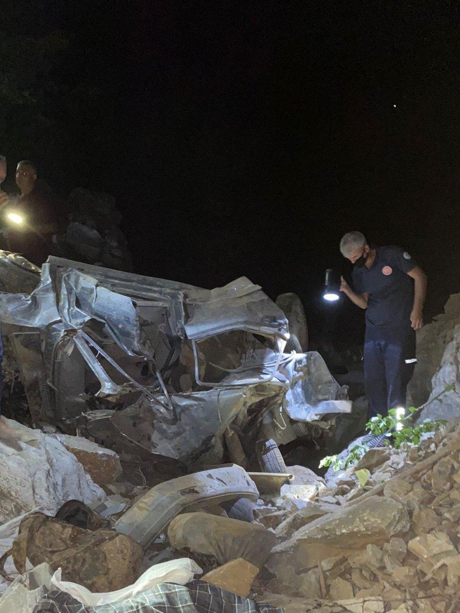 Adana da otomobil uçuruma düştü: 3 ölü #2