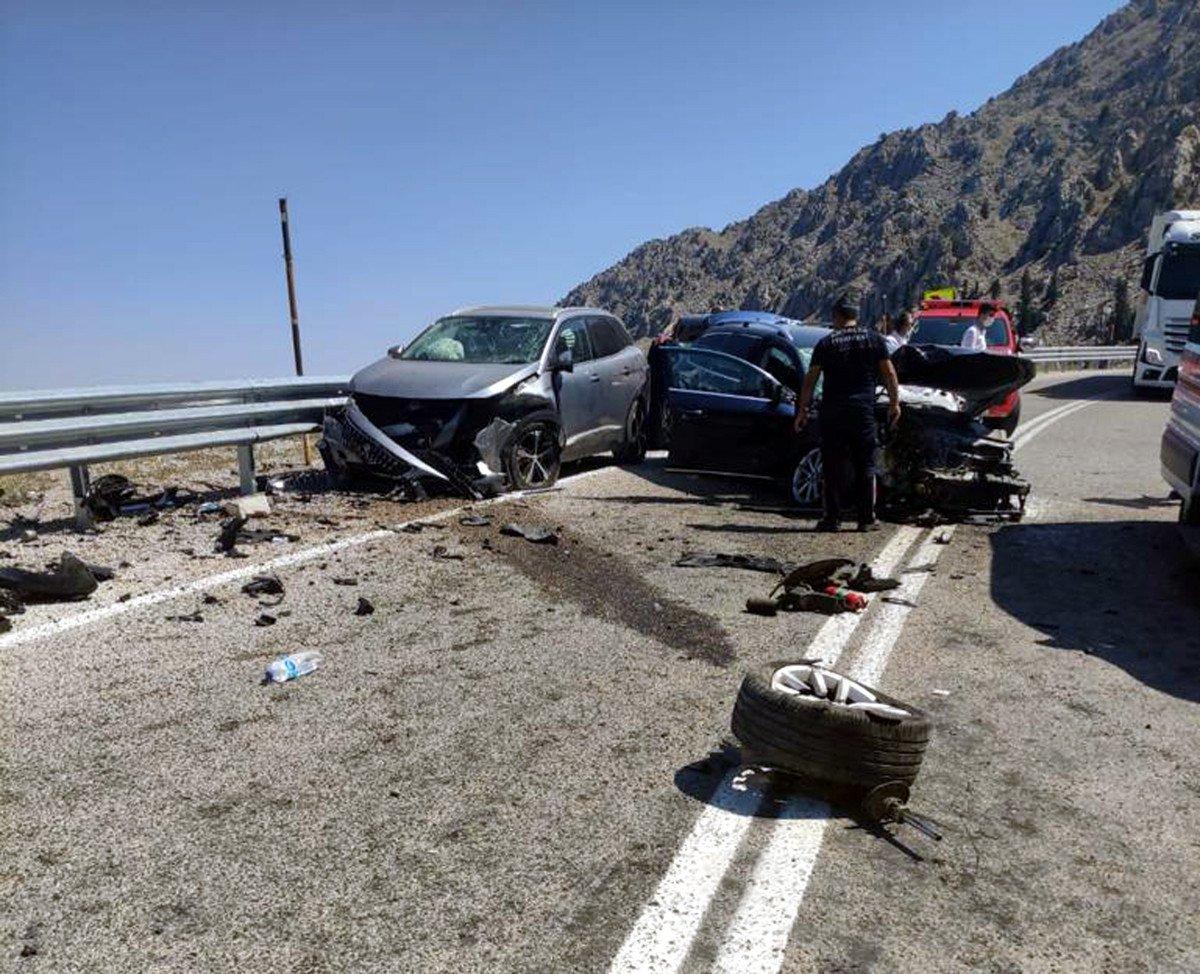 Antalya'da üç aracın karıştığı kazada 7 kişi yaralandı #2
