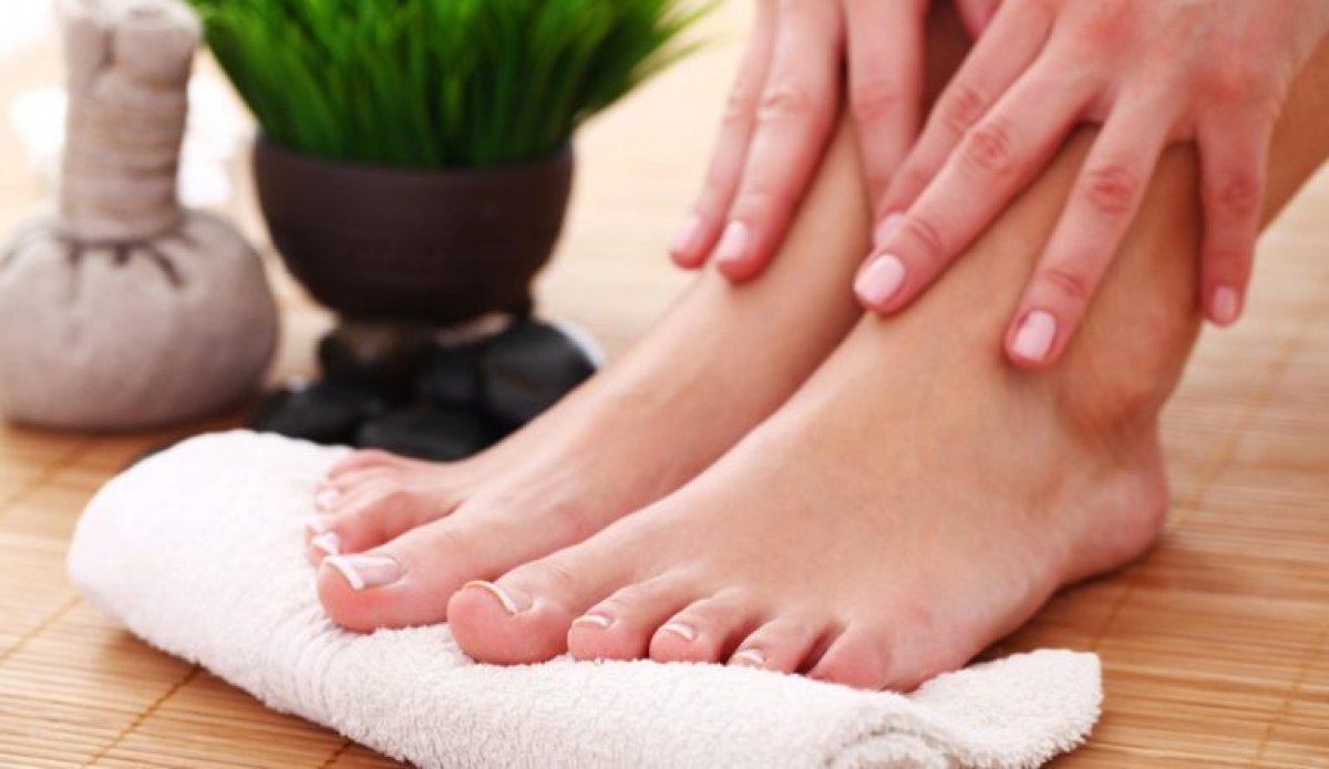 Yazın korkulu rüyası: Ayak kokusunu önlemek için 6 doğal yöntem #1