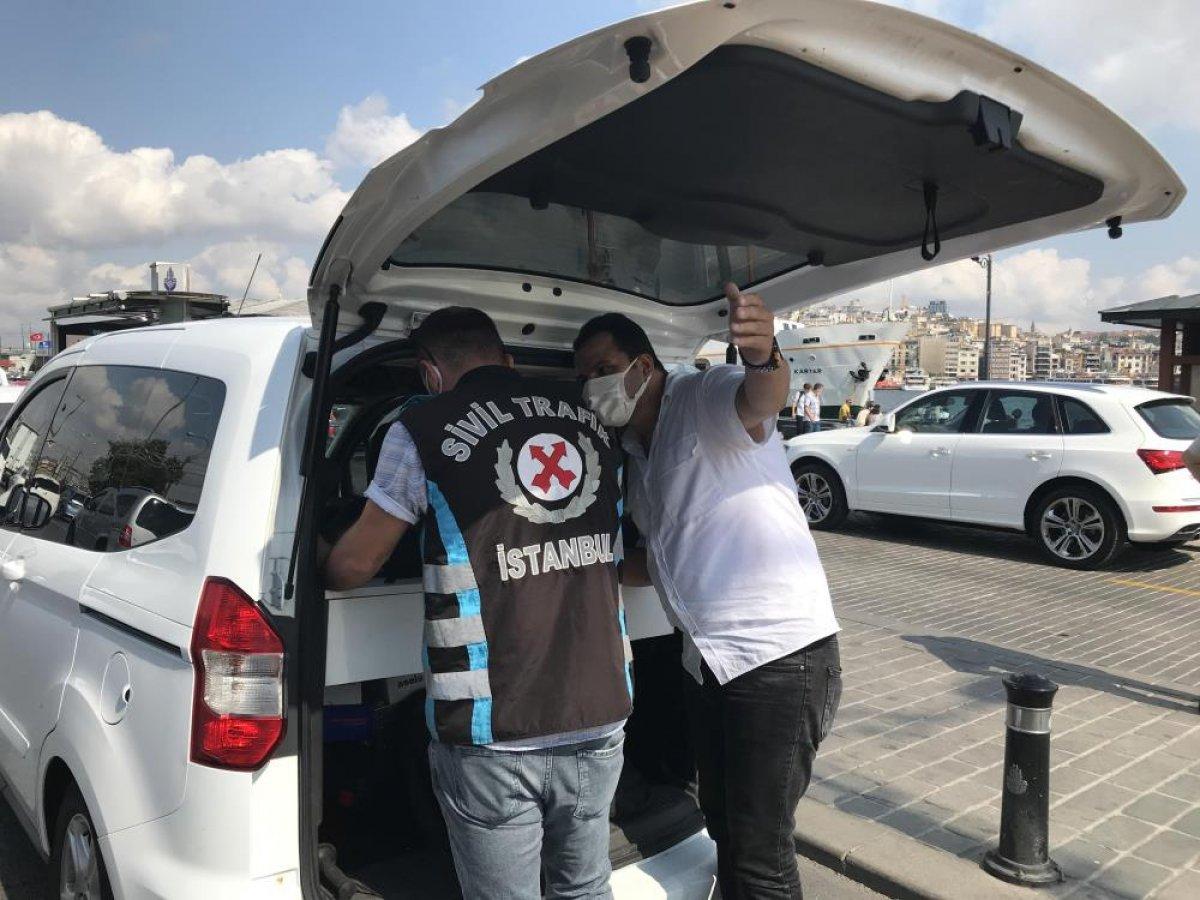 Eminönü'nde sivil ekipler taksileri denetledi #3