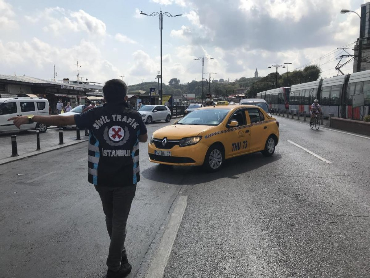 Eminönü'nde sivil ekipler taksileri denetledi #5