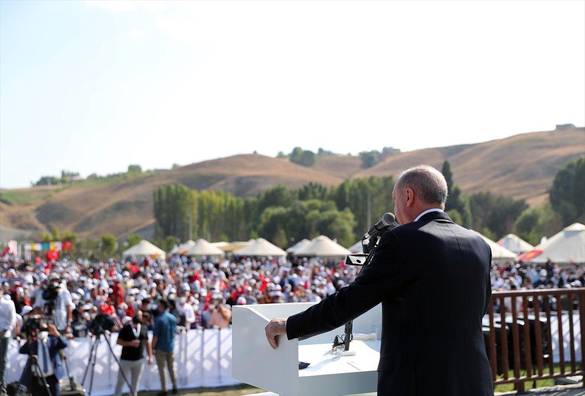 Cumhurbaşkanı Erdoğan, Malazgirt Zaferi için düzenlenen törene katıldı #1
