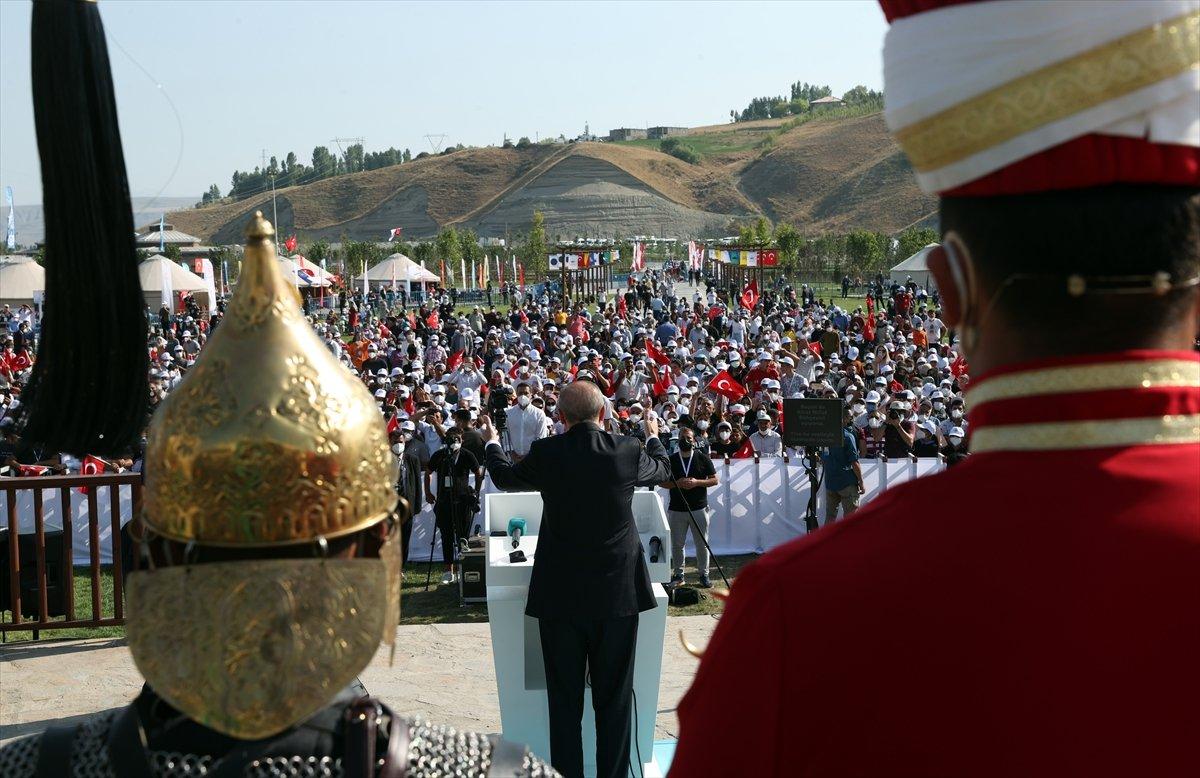 Cumhurbaşkanı Erdoğan, Malazgirt Zaferi için düzenlenen törene katıldı #4
