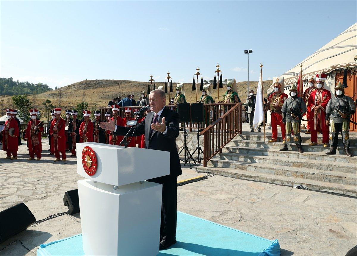 Cumhurbaşkanı Erdoğan, Malazgirt Zaferi için düzenlenen törene katıldı #3