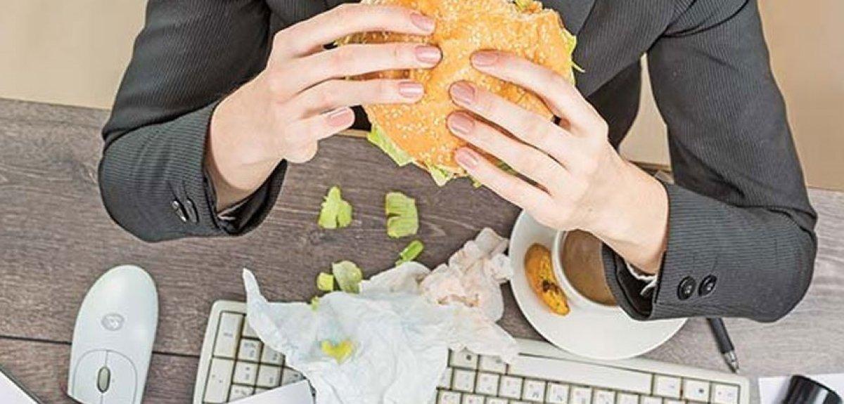 Geçmeyen açlık hissinin 7 nedeni #3