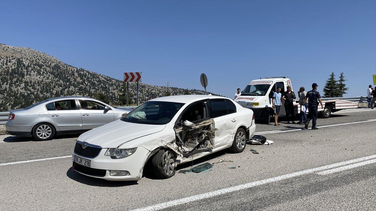 Antalya'da 3 otomobil çarpıştı: 4 yaralı  #4