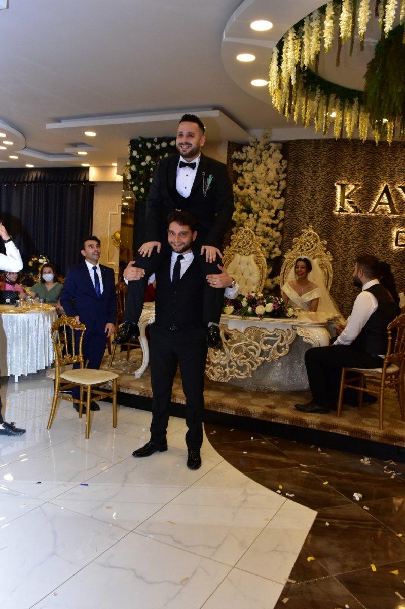 Bursa'da damat, 'evet' demeden önce arkadaşlarına sordu  #4