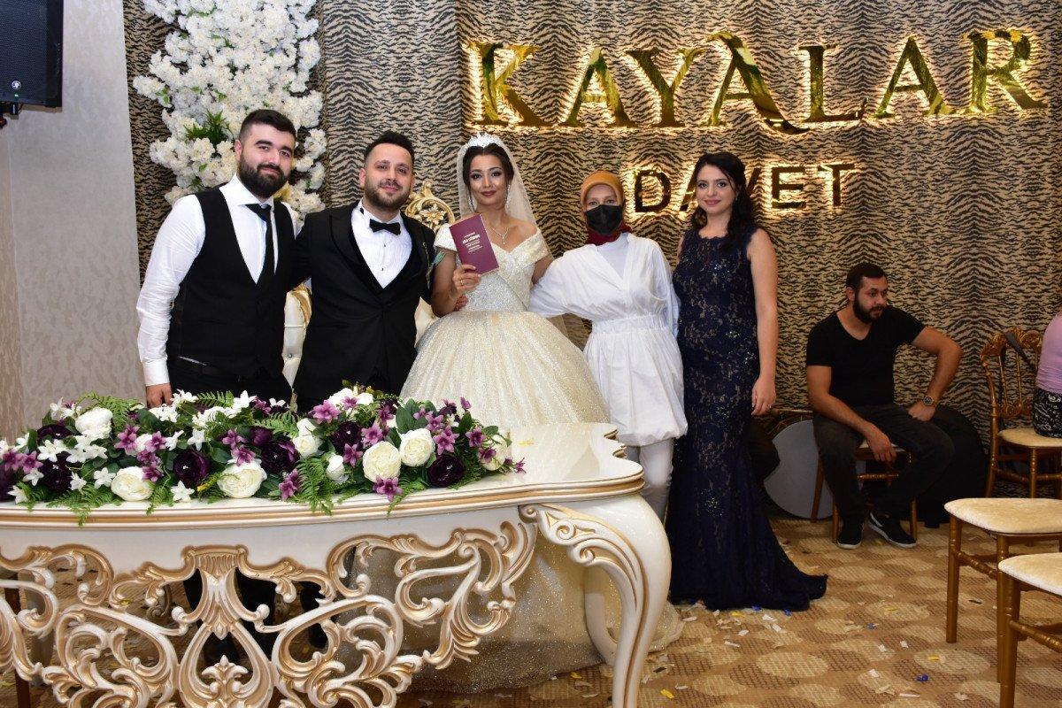 Bursa'da damat, 'evet' demeden önce arkadaşlarına sordu  #5