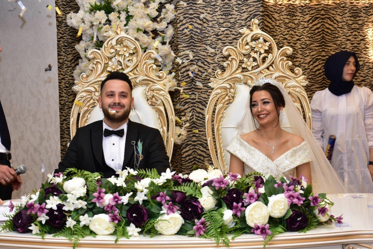 Bursa'da damat, 'evet' demeden önce arkadaşlarına sordu  #1