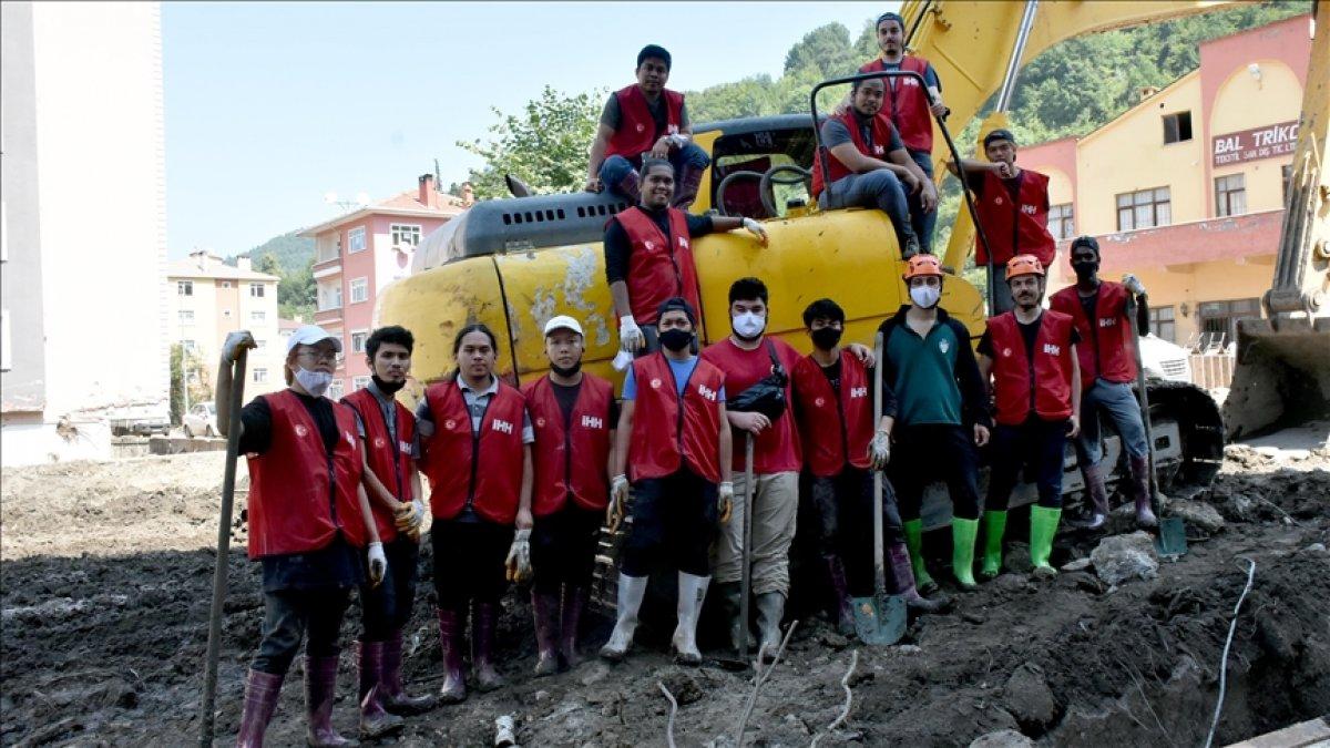 Türkiye de eğitim alan yabancı öğrenciler Bozkurt a yardıma gitti  #3