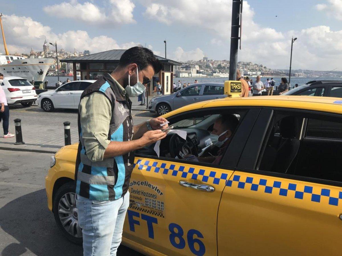 Eminönü'nde sivil ekipler taksileri denetledi #1