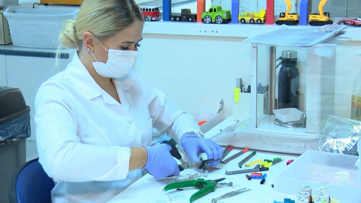İstanbul da satılacak kırtasiye ürünleri laboratuvarda test ediliyor #3