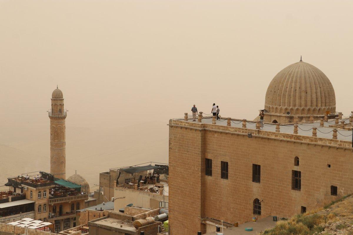 Uzmanlar uyardı: Toz fırtınalarına karşı maske takın #2
