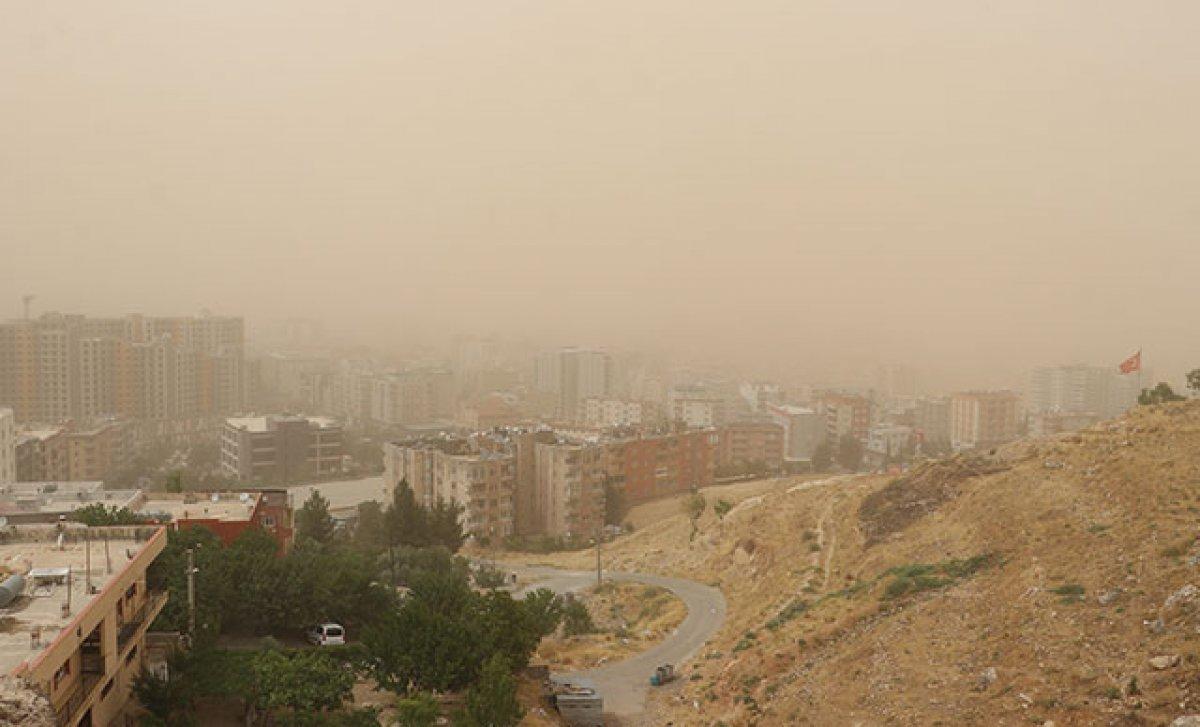 Uzmanlar uyardı: Toz fırtınalarına karşı maske takın #1