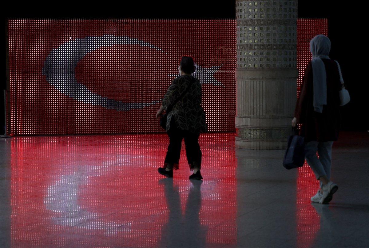 İstanbul da 30 Ağustos Zafer Bayramı na özel dijital gösterim #13