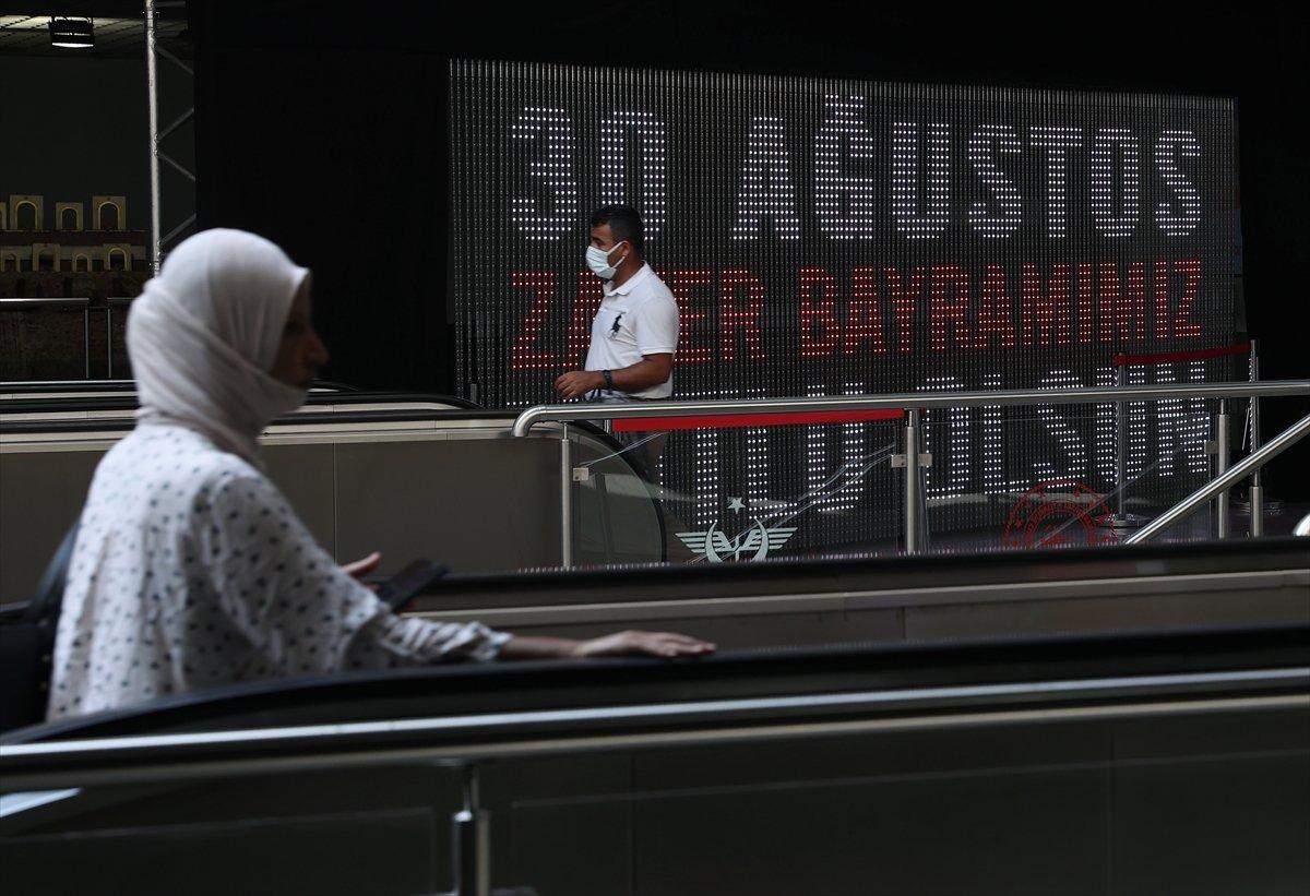 İstanbul da 30 Ağustos Zafer Bayramı na özel dijital gösterim #2