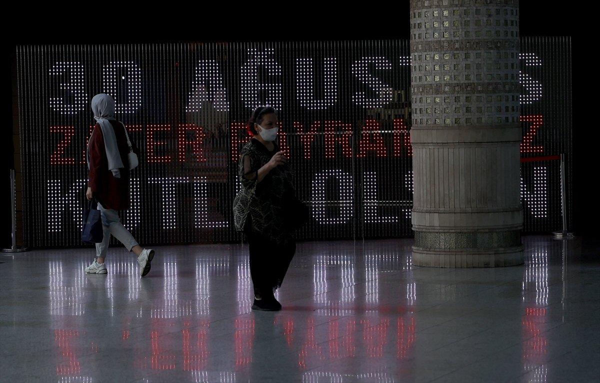 İstanbul da 30 Ağustos Zafer Bayramı na özel dijital gösterim #12